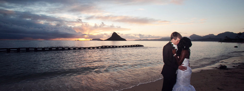 happy new year sunrise wedding chinamans hat hawaii hawaii wedding photography by mark holladay lee